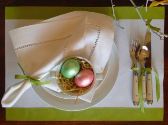 No-Sew Colorful Easter Placemats!