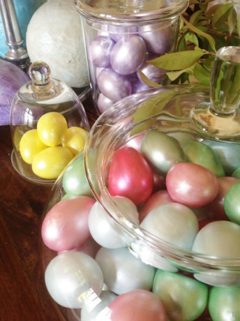 Vase Filler Idea for Easter: Pearl Eggs