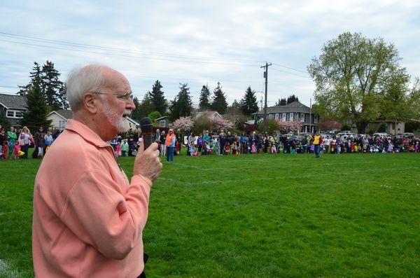 Edmonds Mayor Dave Earling kicked off the event that drew hundreds of children and families from all corners of Puget Sound country.
