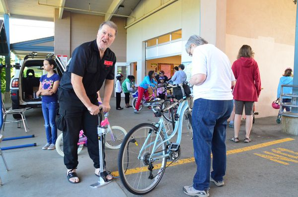 """Bicycle Joe"" from the Cascade Bicycle Club performed free minor tuneups for participants."