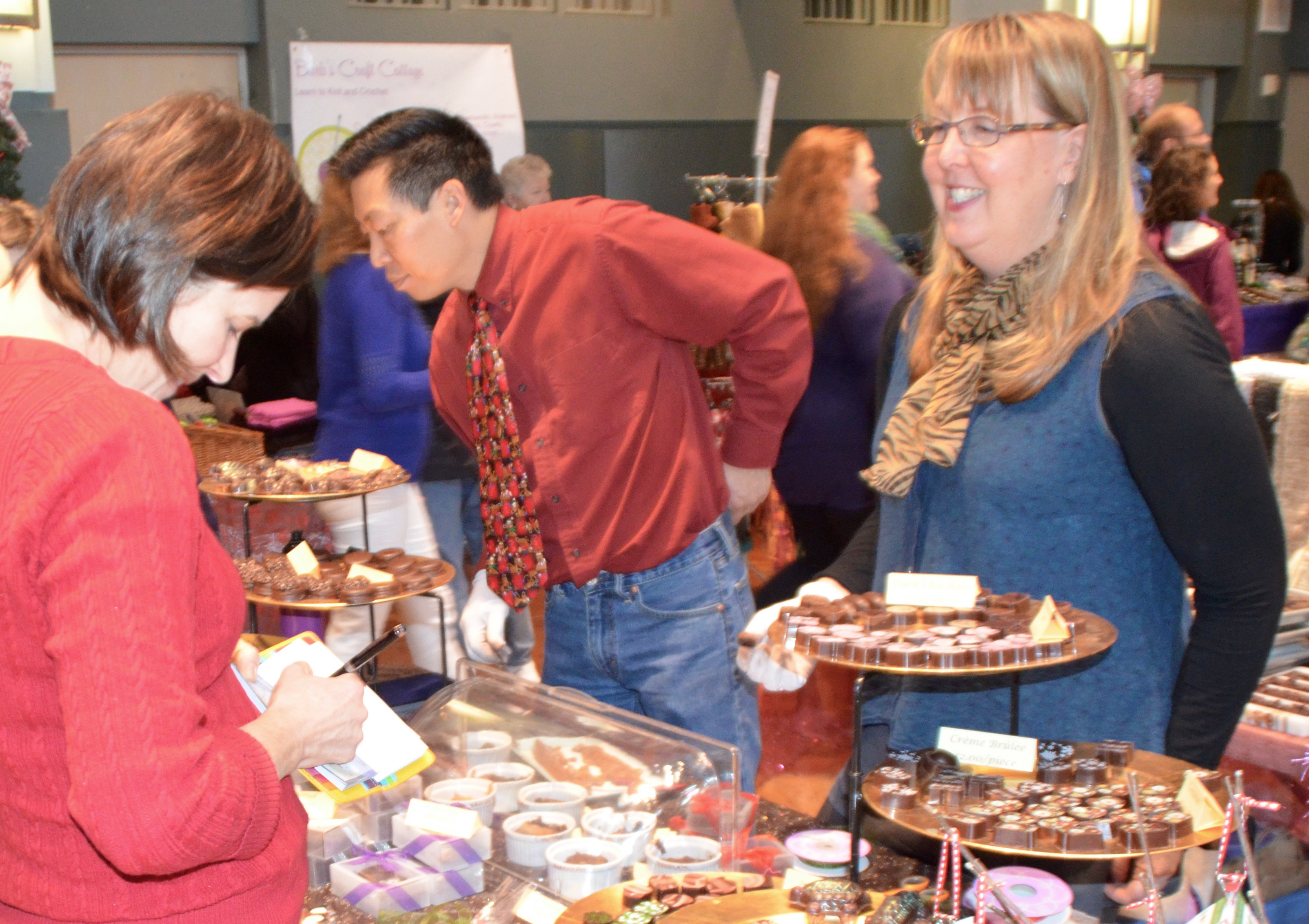 Scene In Edmonds Ewhs Craft Fair Hits High Note With