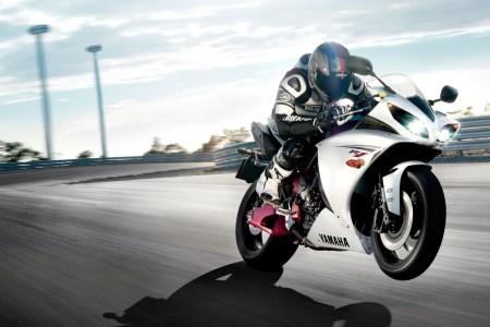 yamaha r1 race sports bike