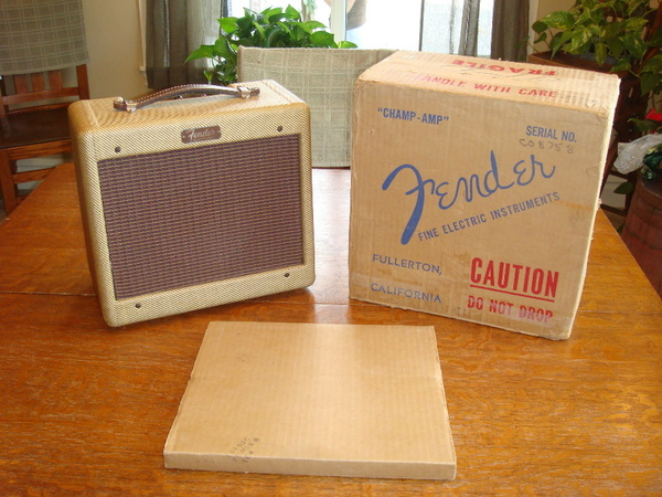 Tweed Fender Champ C 08758 with box