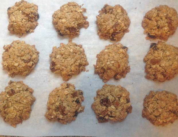 Baked granola cookies