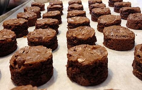 santa-hat-brownie-bites-03
