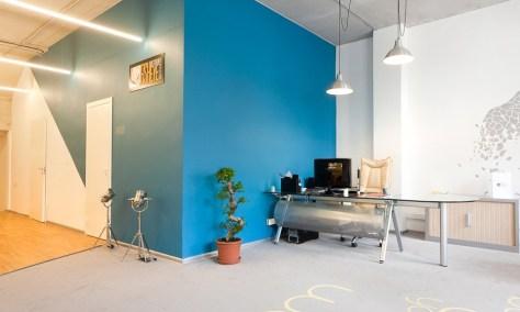 originale geometrica azzurra ufficio a sanpietroburgo