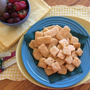 cheese crackers plated 2