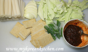 Ingredients for ddeokbokki