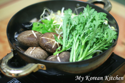 White Prawn and Mussle Stew (Saewoo Honghap Tang)1