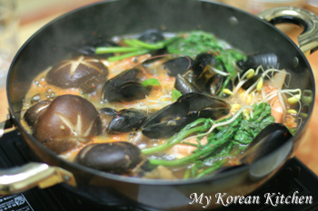 White Prawn and Mussle Stew (Saewoo Honghap Tang)2