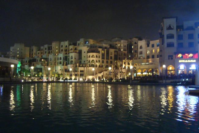 Στο Dubai Fountain, άποψη βραδινή!