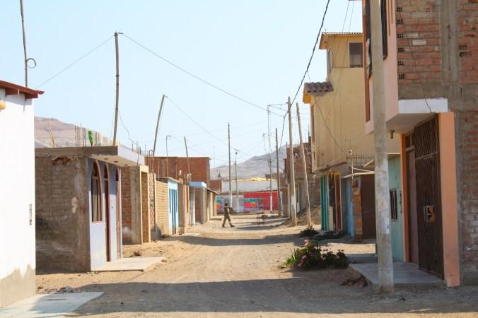 Nebenstrasse in Puerto Chicama, Peru