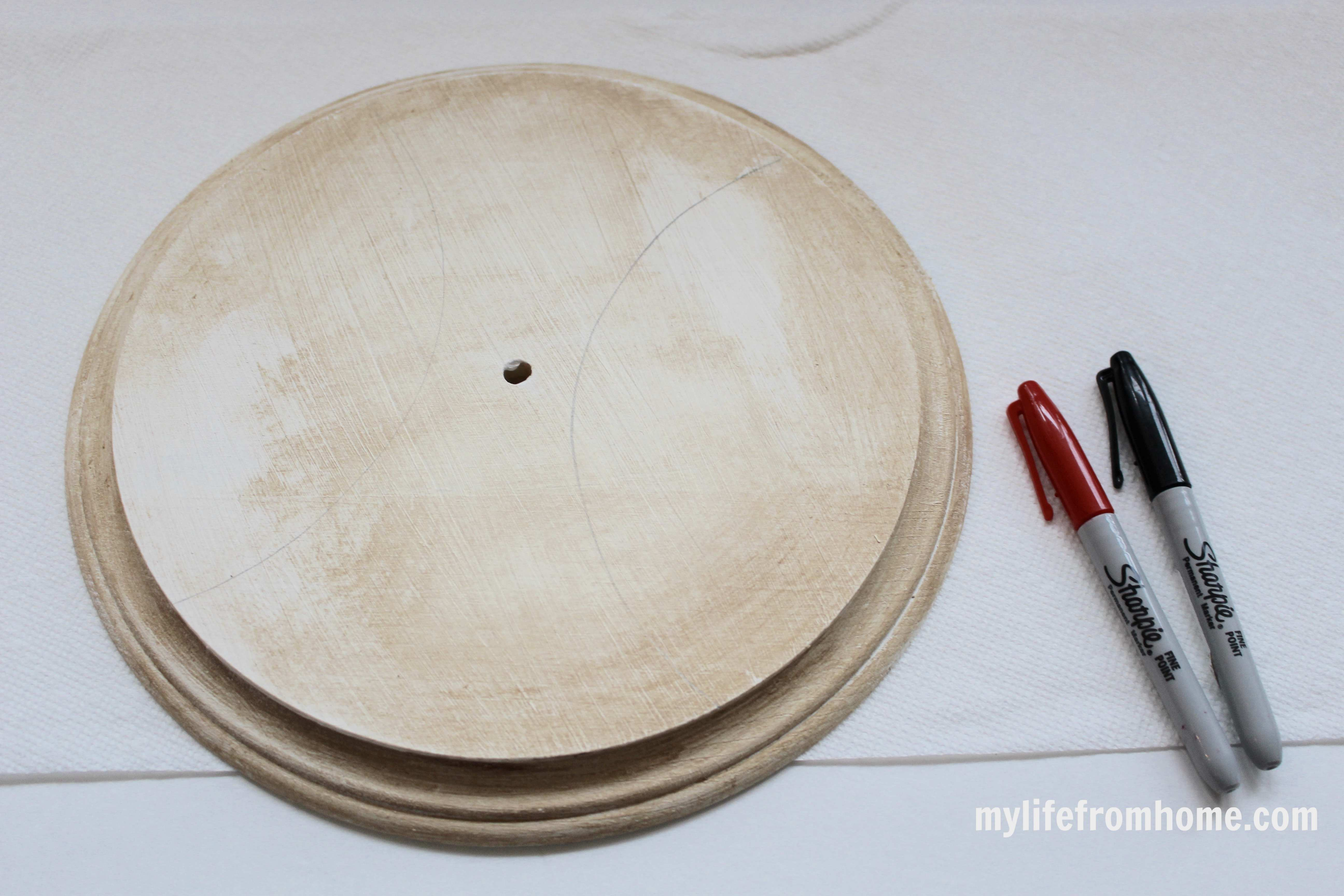 Pencil Lines on Wood Round by www.mylifefromhome.com