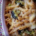 creamy broccoli and bacon pasta bake