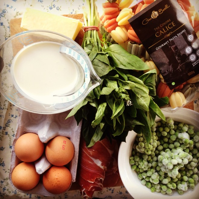 creamy carbonara w' peas & basil