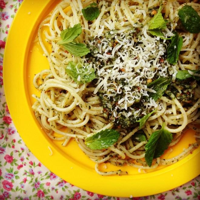 spaghetti w' mint pesto