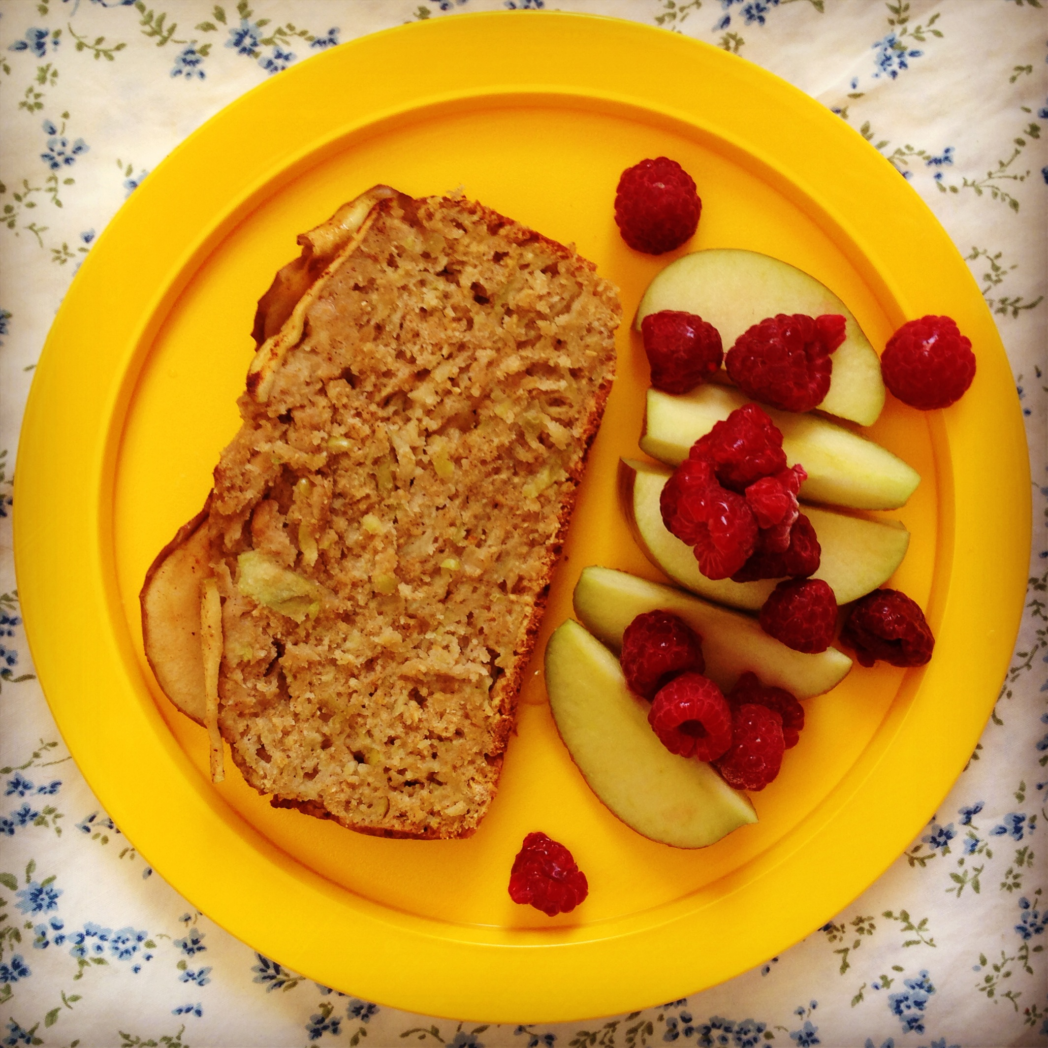 This wholesome apple & cinnamon breakfast bread saved my sanity this ...
