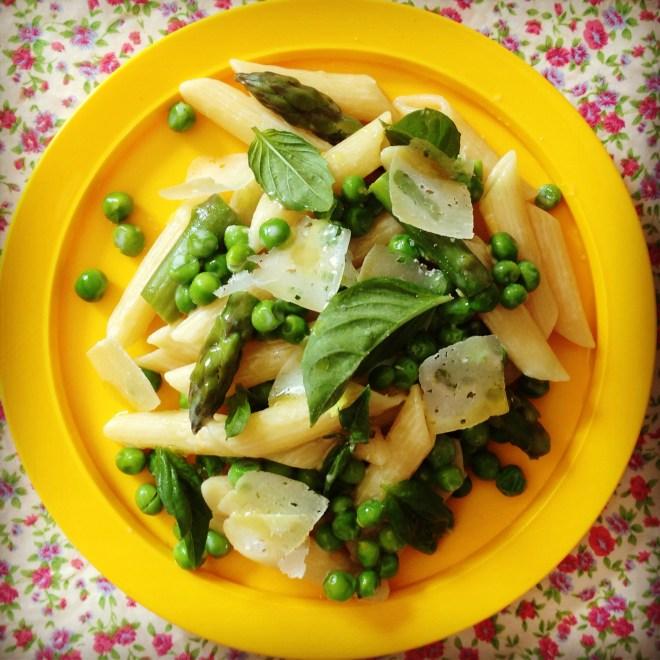 creamy lemon penne w' spring peas & asparagus