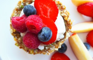 fruit and yoghurt breakfast cups