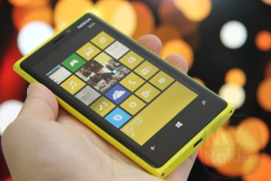 Indulgence: Ridiculously Photogenic Nokia Lumia 920 in Electric Pikachu Yellow!