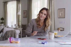 Video: Jessica Alba and her Ferrari Red Nokia Lumia 920 (WP8 promo)