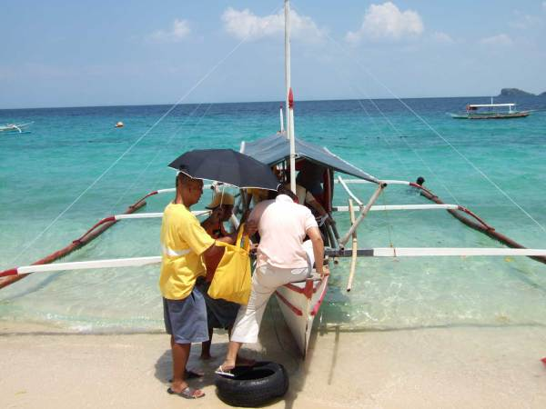 We rent a pump boat to continue our journey, Guimaras Island