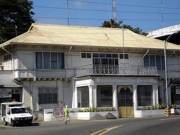 Closer is the old Guimbal, Iloilo Municipal building.  Guimbal has a new city hall but thankfully has preserved the older one.