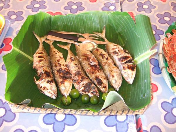 The seafood we brought with us was expertly cooked by the Marbuena staff and nicely presented on banana-leaf lined baskets.