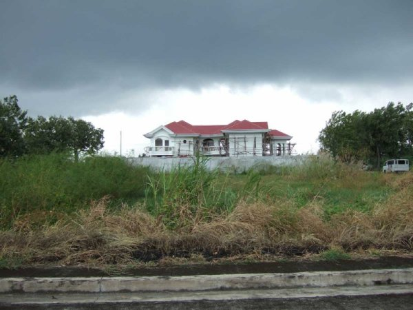 A big new house goes up in the Metropolis subdivision, Iloilo City