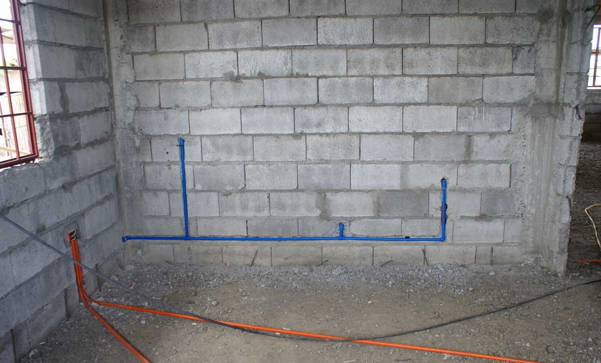 how to find water pipes in walls