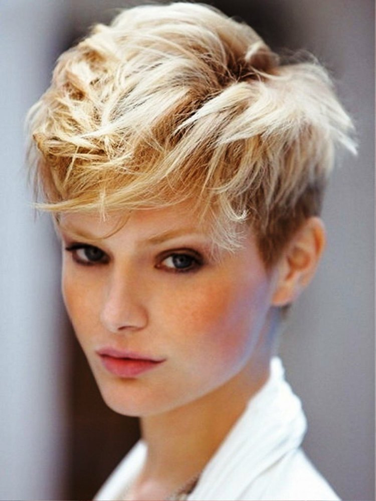 Стрижки на очень короткие волнистые волосы