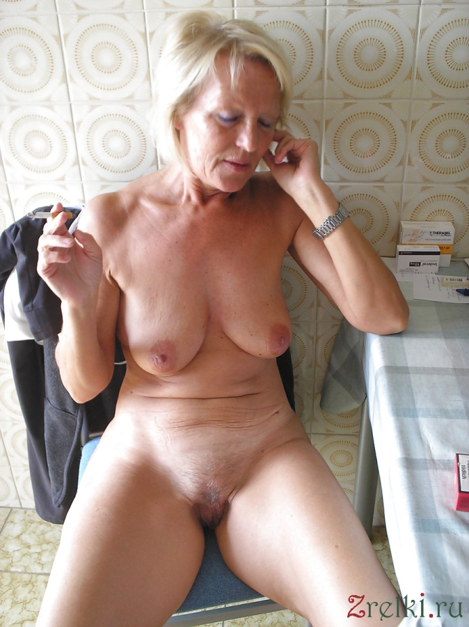mature wife posing naked