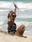 Beyonce Hawaii Beach (Candids)