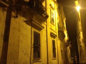 O charme das luzes e arquitetura de Mdina, antiga capital da ilha