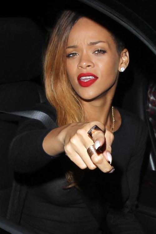Rihanna seio a mostra 5