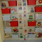 Nová skříň a úložné boxy na hračky v herně