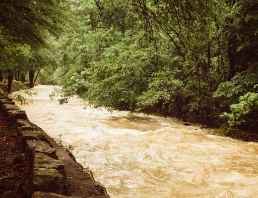 7_memorable_moments_hot_springs_river