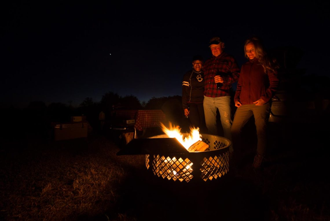 pirates_who_haunt_everglades_campfire