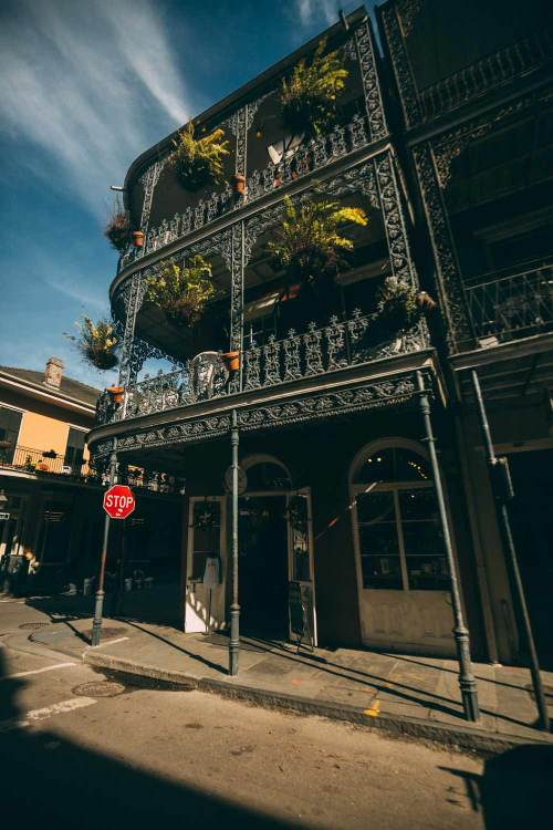 can_you_see_americas_magic_new_orleans_balcony