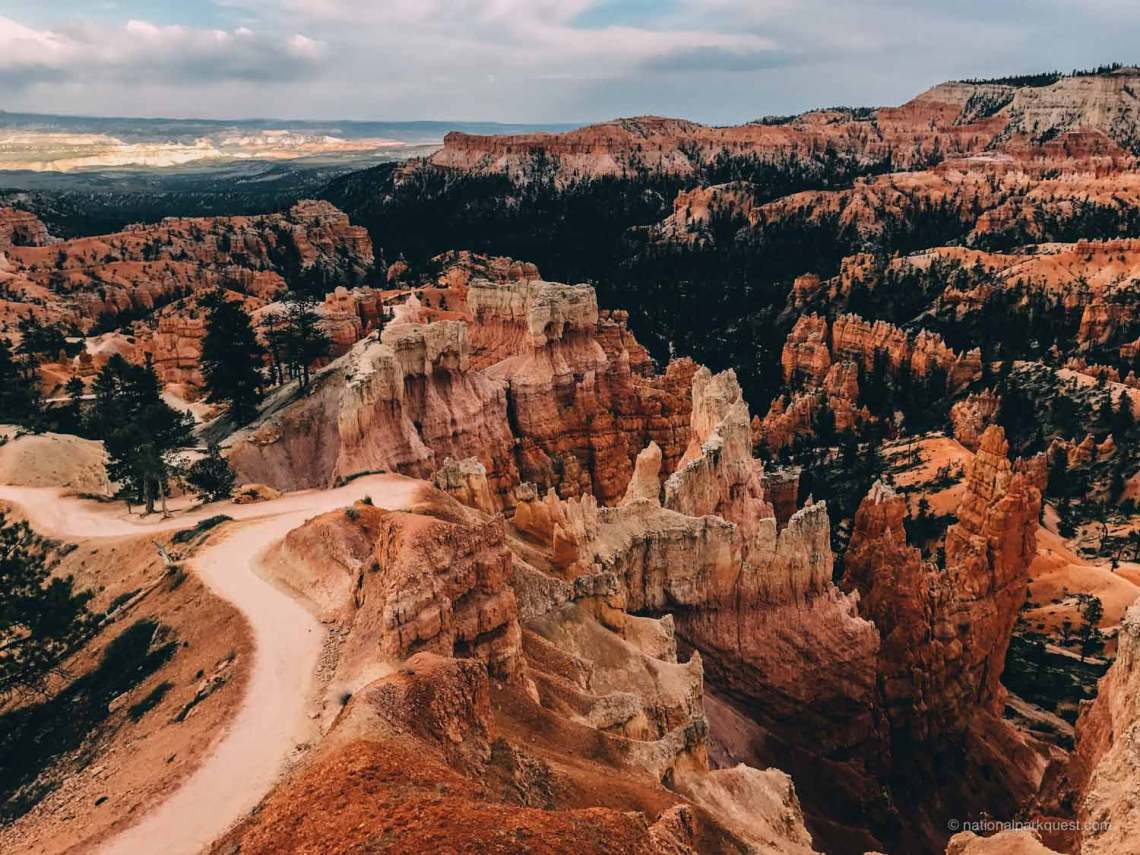 bryce_canyon_fairyland_trail_colors_view