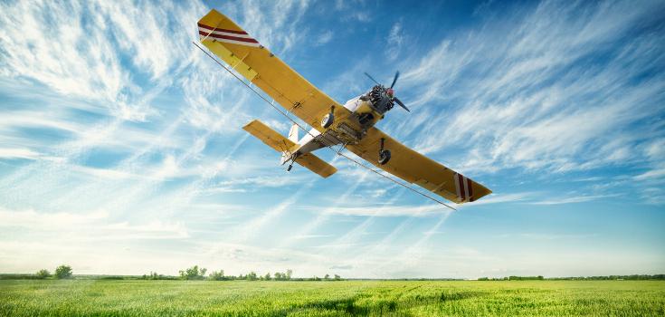 pesticides spray plane 735 350 - EEUU: El 75% de las muestras de aire y lluvia contienen Roundup de Monsanto