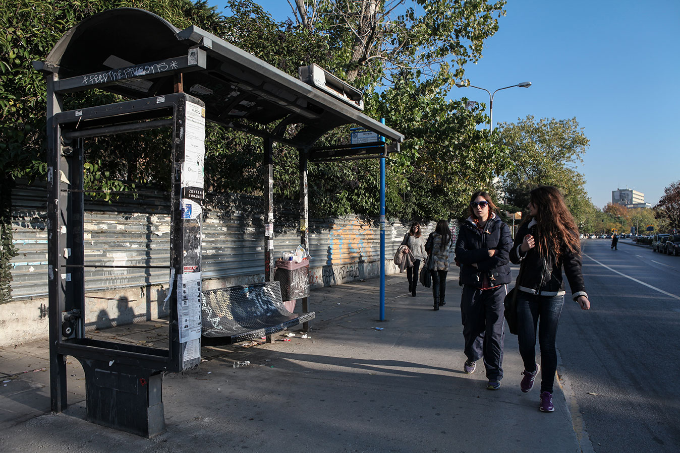 A crumbling bus shelter: one of the many scars left by the violent anti-austerity demon­strations that rocked Thessaloniki in the recent past. Due to the drastic drop in public advertisement revenues, the city is unable to maintain or replace any public property.