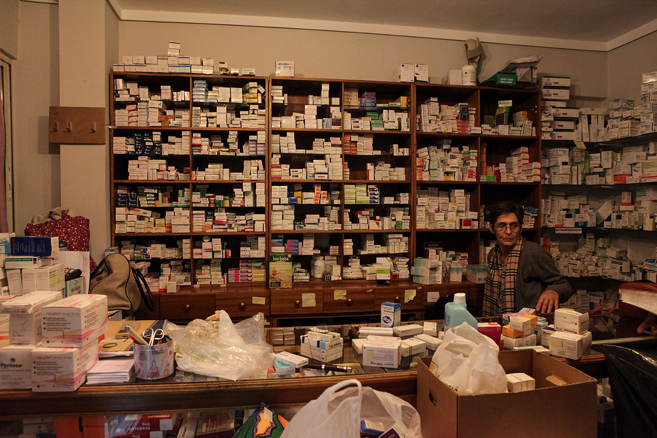 Created in 2011 with the purpose of providing basic health care services to Greek citizens and migrants deprived of social protection, the Community Clinic operates every day thanks to more than 300 doctors, nurses and pharmacists who volunteer their time. Medications, which are provided for free, are collected through gifts from the local population.