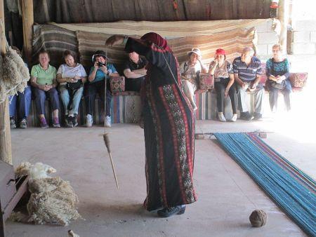 Negev_Weaving,_Lakiya spinning