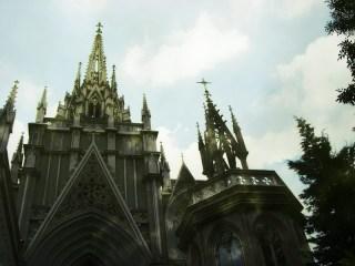 仰ぎ見る教会 差分:日中/炎上/夜