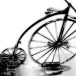 レトロなペニー・ファージング型自転車(だるま車)