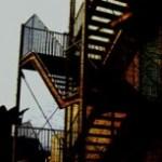 外階段のある建物