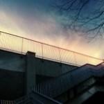 階段とすじ雲
