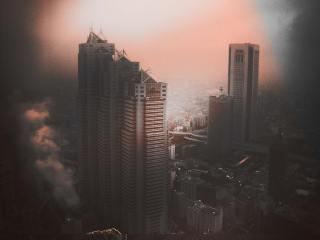 【高解像度】煙が立ち上る不穏な空気の新宿ビル群(3パターン)