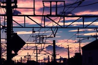 【高解像度】遠くまで続く電線と夕焼け(3パターン)